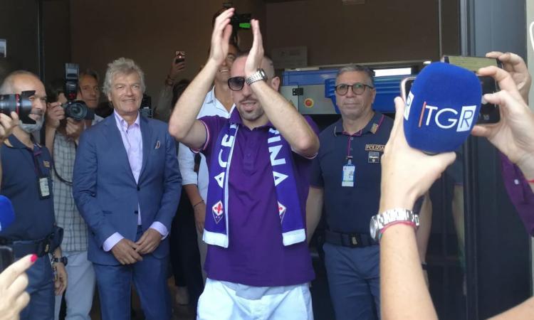 Fiorentina, Ribery accolto con 'chi non salta bianconero è'