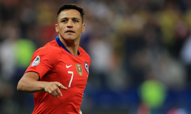 L'Inter tratta Sanchez, lui intanto non si allena per motivi di... passaporto