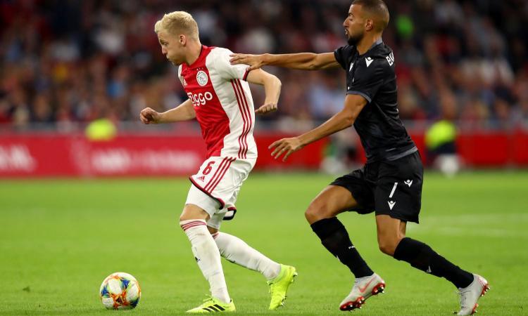 Van de Beek a sorpresa: 'Real Madrid? Ci sono molte possibilità che resti all'Ajax'