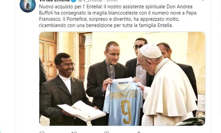 Papa Francesco giocatore dell'Entella: ecco la maglia numero 9 FOTO