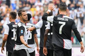 Pjanic.Ronaldo.Juve.esultanza.cinque.2019.20.jpg GETTY IMAGES