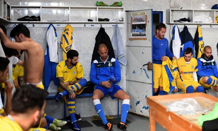 Pugni in campo, scontri fuori: la squadra degli ultrà del Porto continua a picchiare duro!