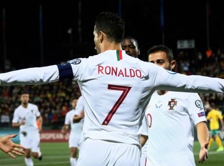 Ronaldo, poker da record: miglior marcatore nella storia delle qualificazioni europee