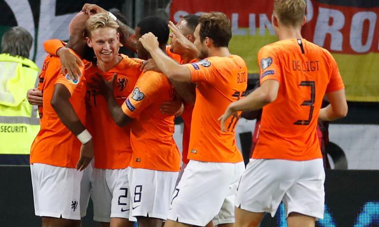 Olanda-Estonia, le formazioni ufficiali: De Ligt e Promes dal 1'