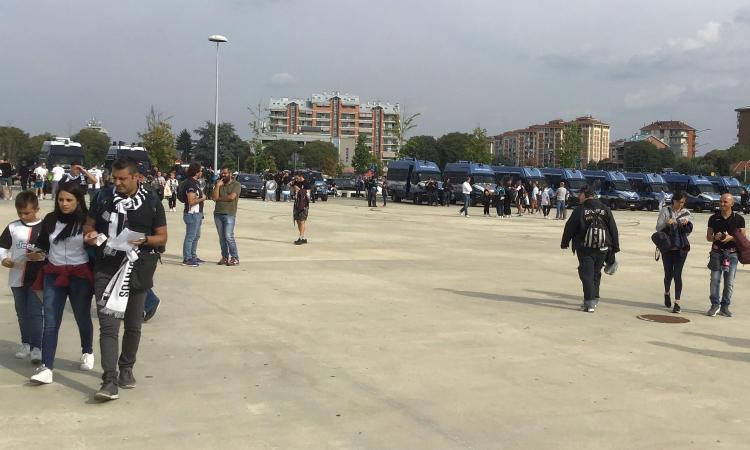 Juve-Verona, niente striscioni in curva e cori per gli ultras fermati. Tensione con tifosi del Verona FOTO e VIDEO