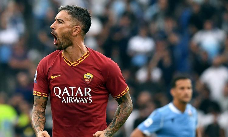 Lazio-Roma, la MOVIOLA: netto il rigore provocato da Milinkovic. Zaniolo rischia il rosso, annullato gol a Lazzari