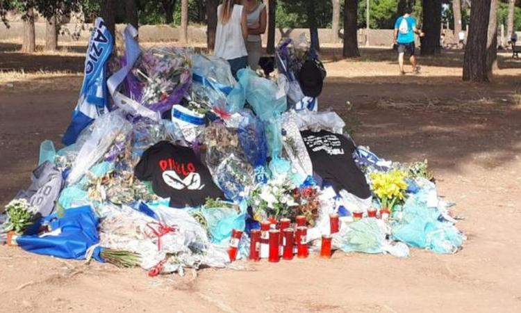 Lazio: bruciata la panchina dell'omicidio di Diabolik al Parco degli Acquedotti