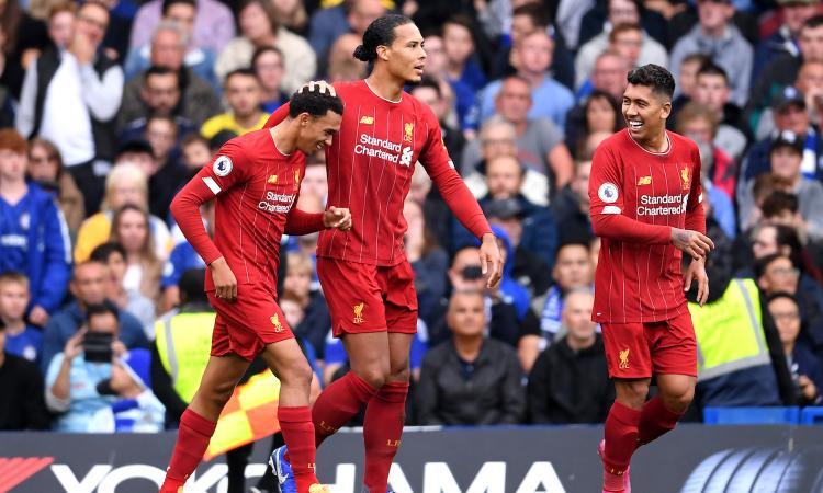Premier League, il Liverpool a punteggio pieno: 2-1 al Chelsea, cancellato il ko di Napoli