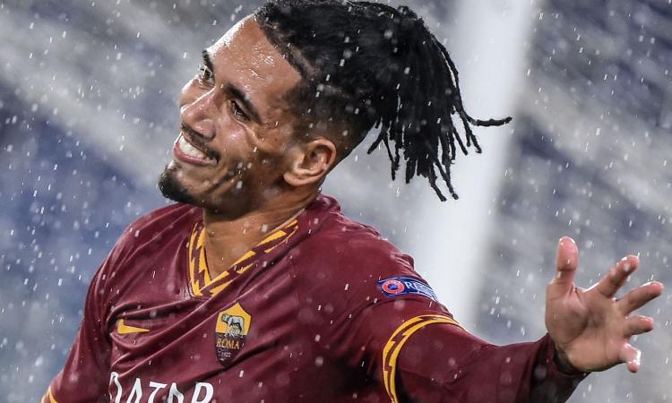 Roma-Manchester United: ballano 3 milioni per Smalling