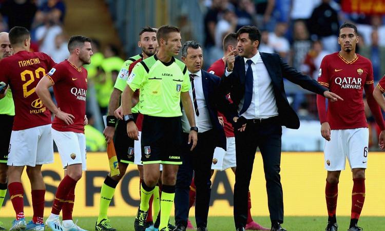 Gol cancellato e l'arbitro che fischia contro: è crisi di nervi Roma