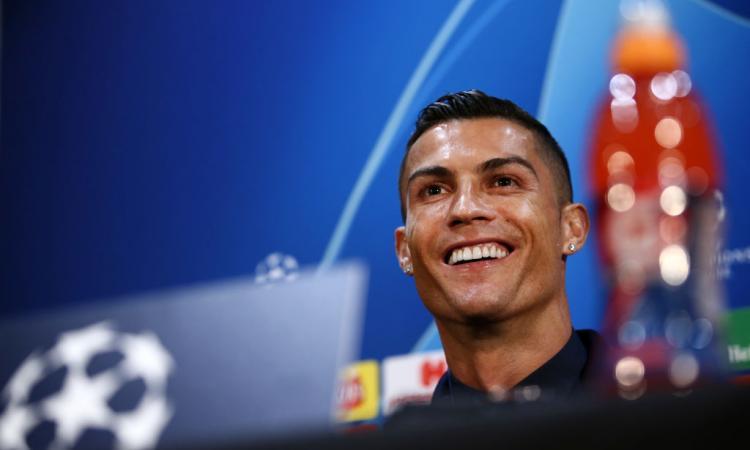 Ronaldo contro lo sponsor Coca Cola, imbarazzo agli Europei: 'Bevete acqua!'
