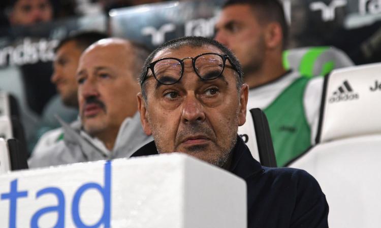 Genoa immeritatamente in dieci, la Juve fatica ma è prima: Sarri come Allegri