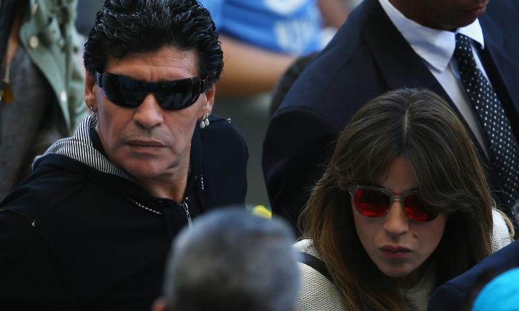 Guerra fra Maradona e la figlia Giannina. Diego: 'Vuole solo soldi'. La replica: 'Lo stanno uccidendo'