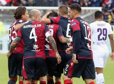 Cagliari multinazionale del gol, lezione alla Viola con un Nainggolan mai visto e un Simeone da lacrime: ora l'Europa