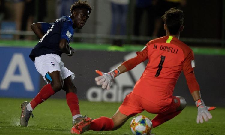 La prima volta contro Neymar, dribbla come Saint-Maximin: Milan su Mbuku