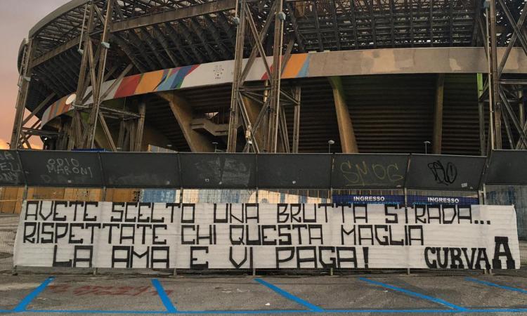 Napoli: cori e insulti dai tifosi prima e durante il match col Genoa, Insigne tra i più beccati