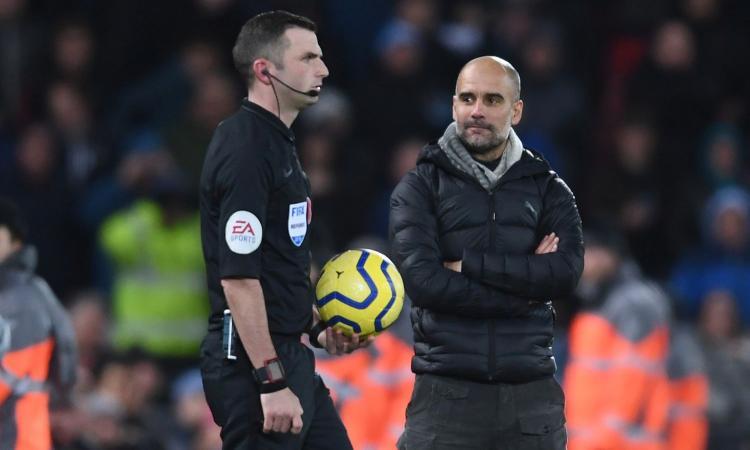 Liverpool show, ma il City protesta per un rigore: Guardiola come Buffon, il nemico è il 'senza cuore' Oliver