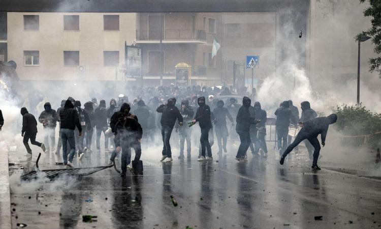 Scontri durante la finale di Coppa Italia, blitz contro gli ultras della Lazio