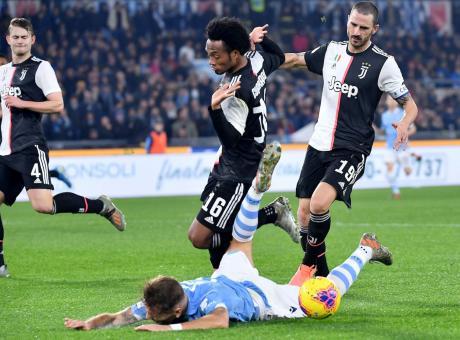 Lazio-Juve, rivivi la MOVIOLA: rosso a Cuadrado col Var, c'è il rigore su Correa