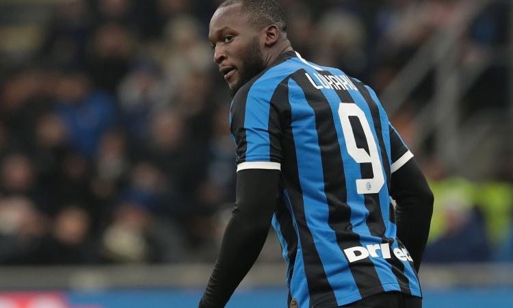 Lukaku e Lautaro mancano gol facili, l'Inter perde un'occasione. Questa Roma andrà in Champions