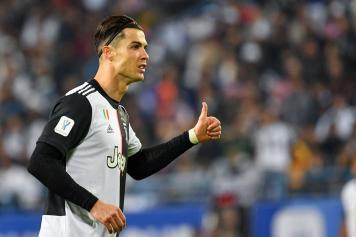 Ronaldo Juve pollice