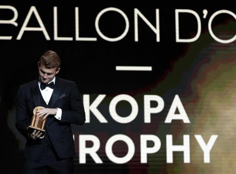 De Ligt vince il Kopa Trophy, è il miglior Under 21 al Mondo: 'Grazie Ajax, grazie Juve' VIDEO