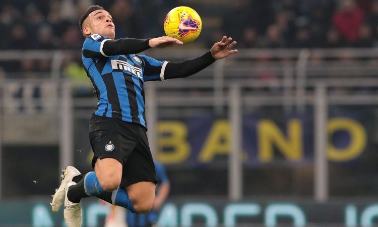 Inter, contatti continui per blindare Lautaro: il nodo è la clausola e il Barcellona...