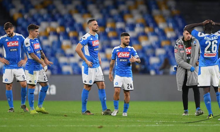 Il Napoli si scioglie: 'fesserie' in campo e in panchina, sconfitta che è peggio di ritiro e multe contestate