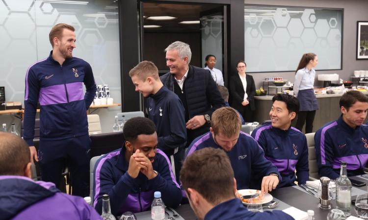 Momenti Di Gioia, fiaba Tottenham: Mou invita il raccattapalle decisivo a pranzo con la squadra, Callum sogna!