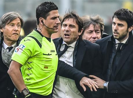 Inter, la pochezza di Conte: ha usato tutte le energie per attaccare l'arbitro. Fortuna che Handanovic è un signore