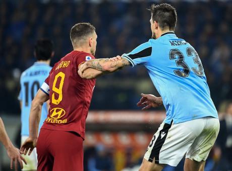 Gioca solo la Roma, i campioni della Lazio steccano: il derby finisce 1-1 per (de)merito dei portieri