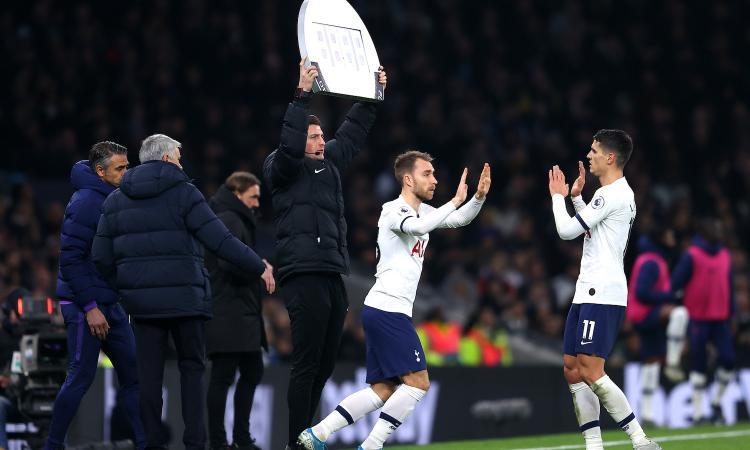 Premier: 2-1 Tottenham, Eriksen in campo dal 62'. Poker Leicester, United ko