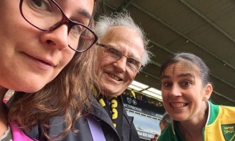 Momenti Di Gioia: lacrime a Norwich, tifoso lascia in eredità 100 sterline per offrire bevuta ai giocatori: 'Grazie!'
