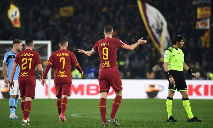Roma-Lazio, rivivi la MOVIOLA: rigore tolto giustamente col VAR a Kluivert, Kolarov chiede un penalty