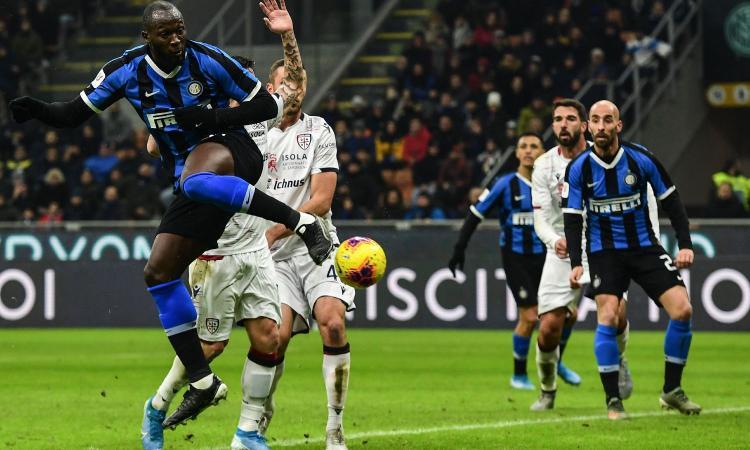 Inter travolgente, doppietta del fenomeno Lukaku. SOS: è sparito il Cagliari