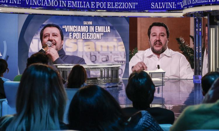 Vespa regala Juve-Roma a Salvini, alla faccia della democrazia