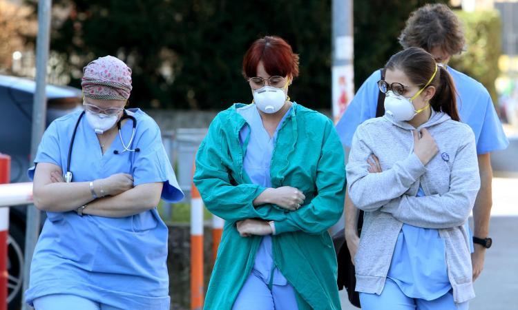 Coronavirus: 11 morti, 325 contagi. Primi casi in Liguria, Toscana e Sicilia. Spadafora: 'Porte chiuse in sei regioni'