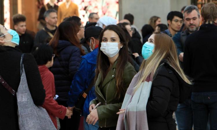 Coronavirus, Milano scopre la paura: l'emergenza blocca la città. La mattina surreale delle scuole calcio VIDEO
