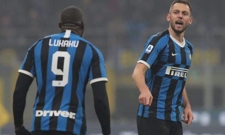 Ibra illude il Milan, l'Inter vince il derby 4-2 e prende la Juve: GUARDA GLI HIGHLIGHTS