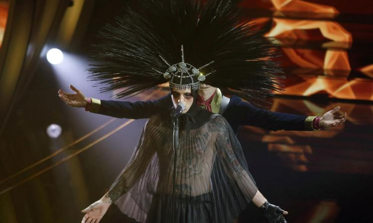 Sanremo, la sera della finale: Gabbani punta al bis, ma Achille Lauro può colpire in contropiede