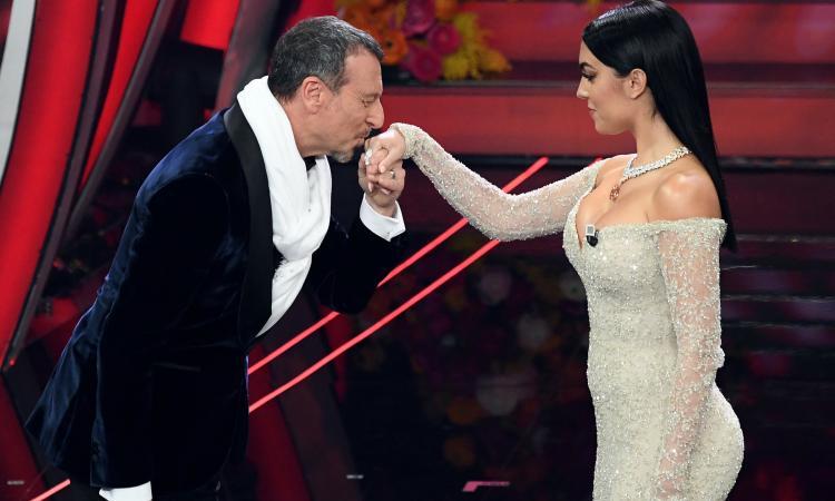 Georgina dona il compenso per Sanremo all'ospedale dei bambini Regina Margherita