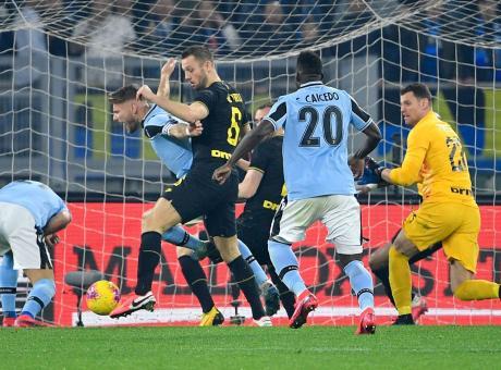 Lazio-Inter, la MOVIOLA: De Vrij su Immobile, rigore e solo giallo. Annullato il 2-2 a Lautaro