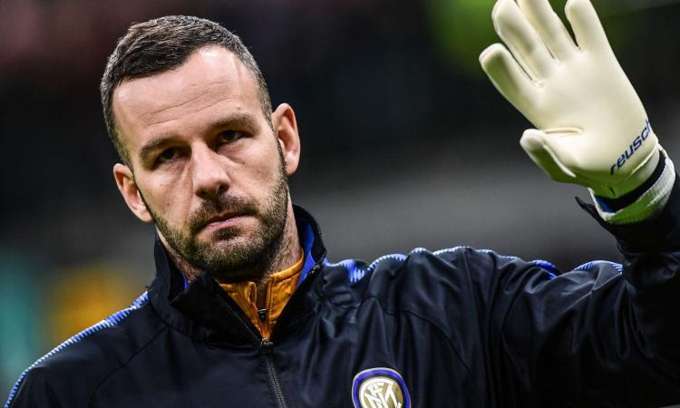 Inter, Handanovic verso il recupero definitivo per la Juve: si allena col pallone