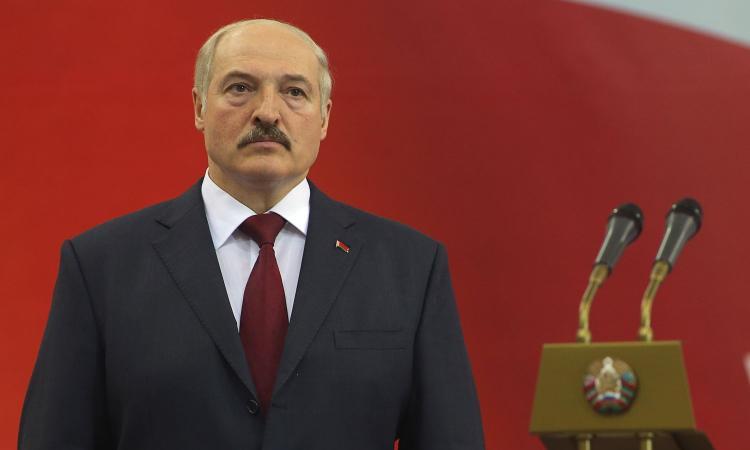 Clamoroso in Bielorussia, si gioca a porte aperte. Il presidente: 'Solo una psicosi, bevete vodka e fate la sauna!'