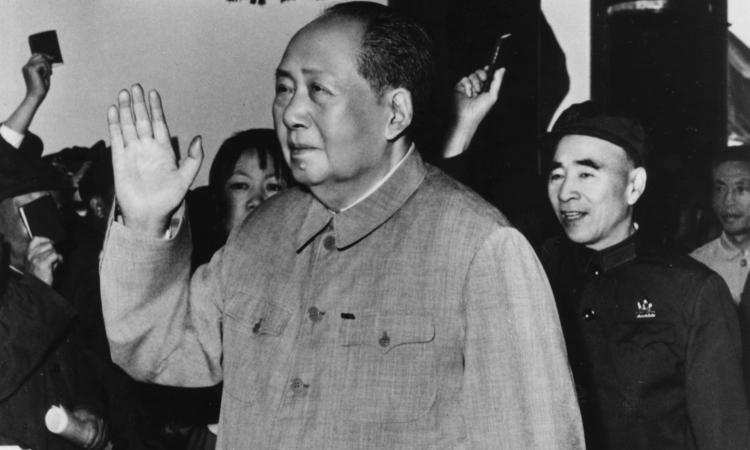 L'illegale traffico di valuta nella Cina di Mao e la paura del carcere dietro la Grande Muraglia
