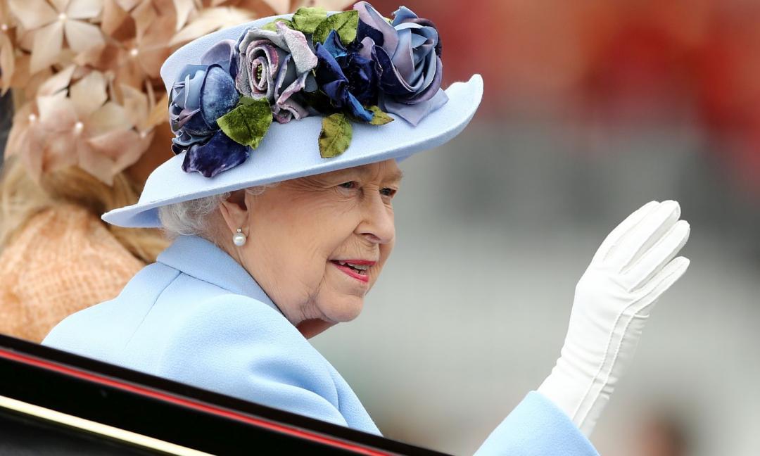 Dio salvi la Regina e il calcio