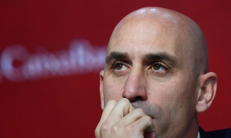 Coronavirus e Sport: la Serie A propone il mercato fino a ottobre. Federcalcio spagnola: 'Difficile riprendere a maggio'