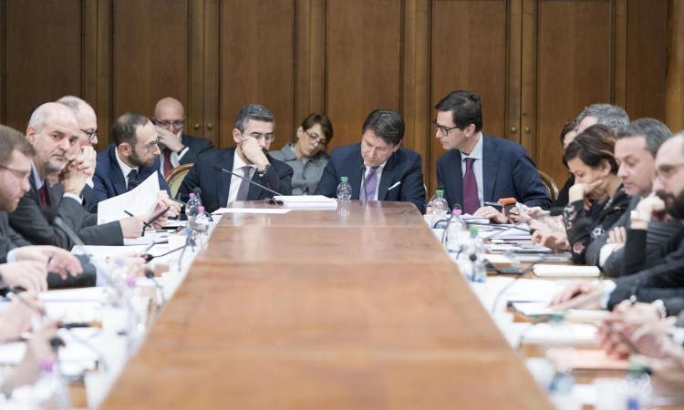Coronavirus, Conte: '400 miliardi di euro per le imprese italiane'. Spadafora: '100 milioni per lo sport'