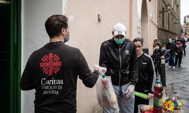In Italia aumenta la rabbia sociale. Giorgetti: 'La gente è disperata, politici state attenti, il Paese esplode'