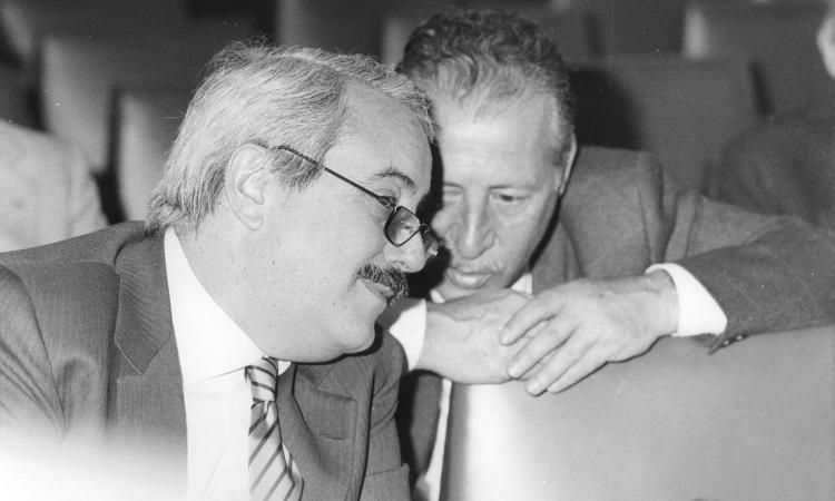 Mattarella: 'Falcone e Borsellino luci nelle tenebre. La mafia prospera nell'ombra'